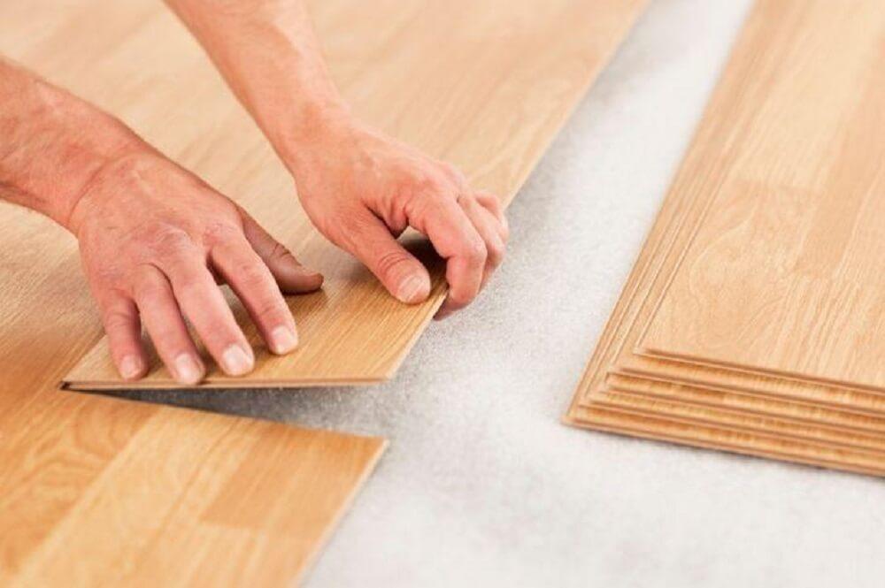Como limpar piso laminado? Confira 5 dicas infalíveis